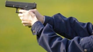 Poliţiştii au tras mai multe focuri de armă pentru a opri un şofer