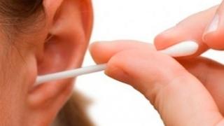Folosirea beţişoarelor pentru urechi este periculoasă, mai ales pentru copii