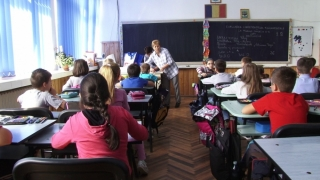 Absolvenţii clasei a VIII-a susţin proba la Matematică din cadrul Evaluării Naţionale
