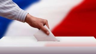 Francezii îşi nominalizează prin vot candidatul stângii pentru prezidențiale