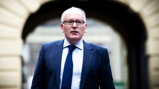 Timmermans îndeamnă România să continue acţiunile anticorupţie