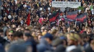 Franţa fierbe! Macron i-a nemulţumit profund pe francezi!