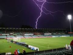 35 de răniți, trei în stare gravă, după ce un teren de fotbal a fost lovit de fulger