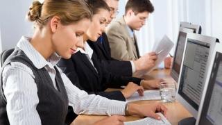 Funcţionarii publici cercetați disciplinar nu mai pot fi suspendați