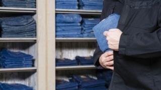 Reținut pentru furt de haine