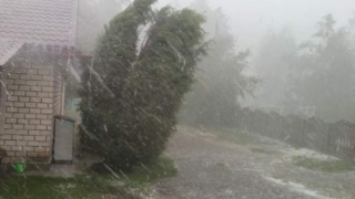 Vremea se strică în toată ţara: ploi, vijelii şi grindină de duminică până miercuri