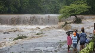 Furtuna Nate s-a transformat în uragan în drum spre SUA