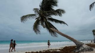 Furtuna tropicală Franklin, ridicată la rang de uragan