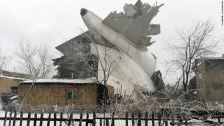 Tragedie! Un avion a căzut peste mai multe case în Kârgâzstan!