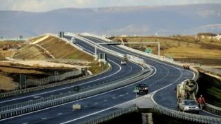 Gafă a CNAIR: Un tronson din Autostrada Transilvania trece peste casele unor oameni