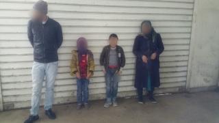 Cu 2 copii după ei, voiau să treacă ilegal granița într-un camion cu detergent