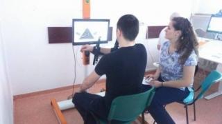 Un robot îi ajută pe bolnavii din zona Moldovei să își recupereze mobilitatea mâinii