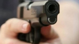 Poliţist băut, care conducea pe contrasens, oprit cu focuri de armă
