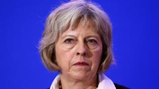 Theresa May, îndemnată să accepte mai mulţi muncitori indieni calificaţi