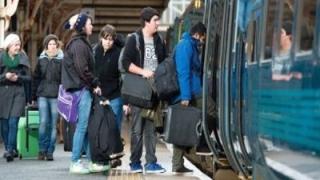 Gratuitatea transportului cu trenul pentru studenți, ilegală?