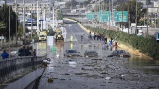 Apă după foc! Inundaţii înfiorătoare în nordul Atenei
