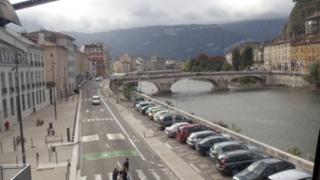 Doi morți și un rănit grav într-un schimb de focuri la Grenoble