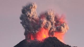 Erupții de cenușă de la Vulcanul de Foc din Guatemala