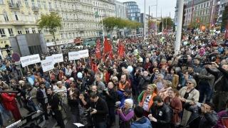Guvernul Austriei vrea să extindă ziua de lucru la 12 ore! Oamenii, în stradă!