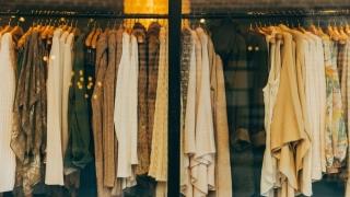 Vânătoarea de reduceri la mall vs. haine cu preț mic oricând