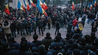 Zeci de mii de persoane protestează la Chișinău împotriva Guvernului Filip