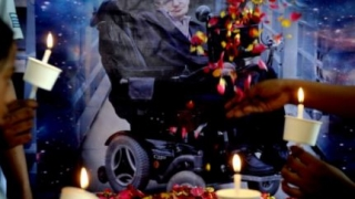 Steven Hawking, pentru eternitate, între Sir Isaac Newton și Charles Darwin