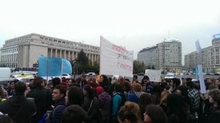 Protestatarii s-au strâng în fața Guvernului. Jandarmeria a luat măsuri speciale