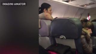 Scandal și înjurături! Momente de panică într-un avion plin de români
