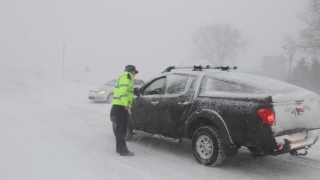 Circulație rutieră în condiții de iarnă, porturi închise și întârzieri pe calea ferată