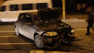 A intrat cu mașina într-un stâlp, pe bulevardul Ferdinand!