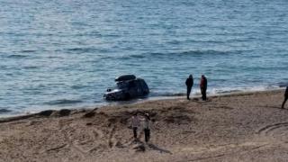 Au intrat cu mașinile pe plajă și au luat 20.000 de lei amendă