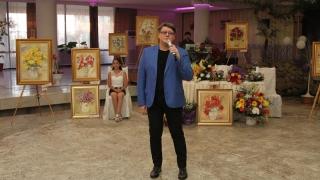 Pictorul Fuego și-a vândut pânzele în scop caritabil la Mamaia