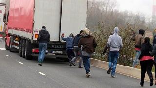 Patru imigranţi extracomunitari, depistaţi în Franţa, într-un camion înmatriculat în România