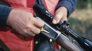 Tânără împușcată mortal de către iubit, cu o armă de vânătoare