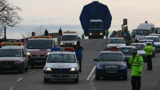 Atenție, șoferi! Încă un transport agabaritic pleacă din Port