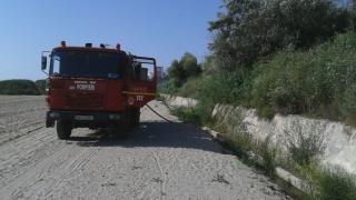 Pompierii în alertă! Vegetația de pe faleza constănțeană a luat foc