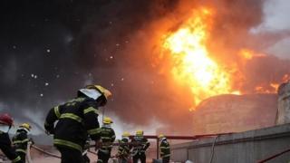 Coloană groasă de fum negru, deasupra Bosforului ! Incendiu în Turcia