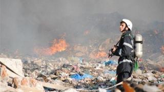 Incendiu puternic la o groapă de gunoi de lângă Capitală
