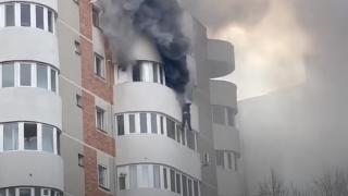 Incendiu într-un bloc din Constanţa. O femeie a sărit de la etajul 6, din apartamentul în flăcări