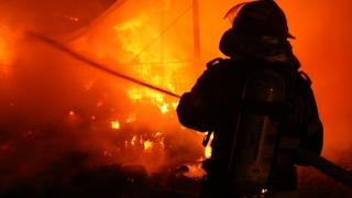 Incendiu puternic! Patru case, cuprinse de flăcări