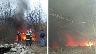 Pericol de explozie! Incendiu la un rezervor de deșeuri petroliere