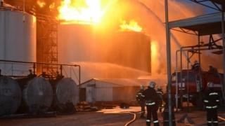 Incendiu PUTERNIC la o rafinărie! Intervenție de URGENŢĂ
