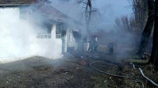 Alertă! O casă a luat foc pe bulevardul Tomis din Constanţa!