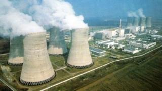 Franța se angajează să închidă până la 17 reactoare nucleare înainte de 2025