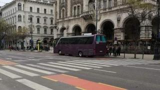 REVOLTĂTOR! Autocar cu copii români, atacat cu pietre la Budapesta