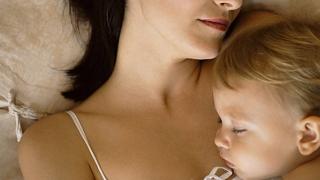 Plafoanele indemnizaţiei de creşterea copilului, de cel puţin două ori mai mari
