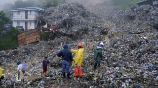 Cel puţin 11 persoane, îngropate în urma unei alunecări de teren în Indonezia