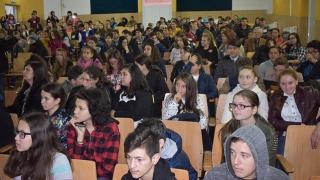 Tinerii din județ, îndrumați să-și aleagă o meserie
