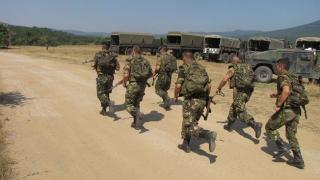 Infanteriștii români invadează plajele! Dar nu ale noastre și nu pentru distracții!