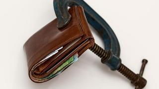 """Inflația """"mușcă"""" din creșterile salariale"""